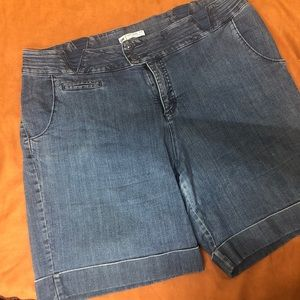 Lee Natural fit jean shorts 22W